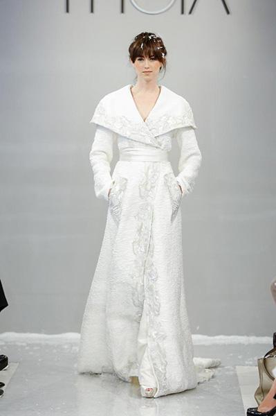 Prekrasan bijeli dugački kaput