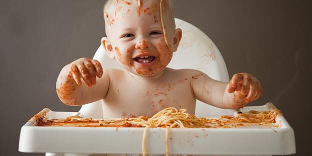 Beba uživa u papici