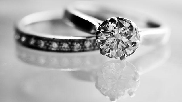 Dijamantni vjenčani prsten