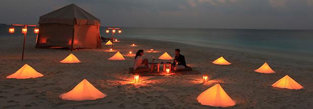 Romantično putovanje i uživanje na plaži