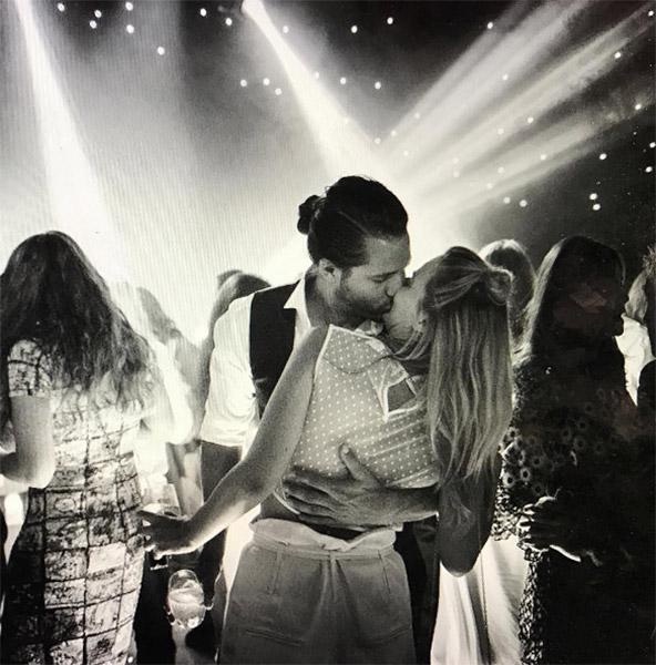Margot Robbie i Tom Ackerley
